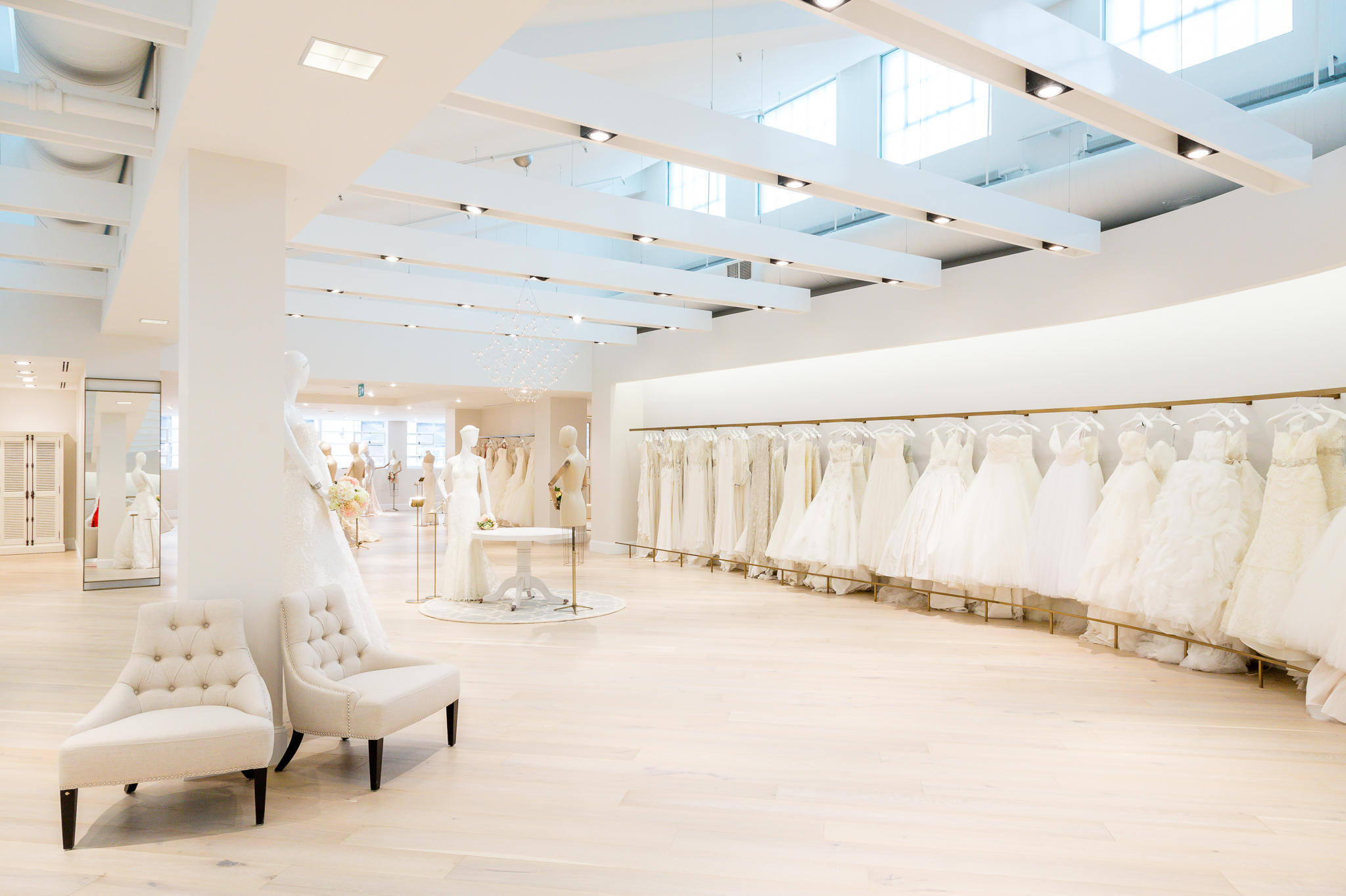 Kleinfeld comes to canada pink the town for Store fenetre new york